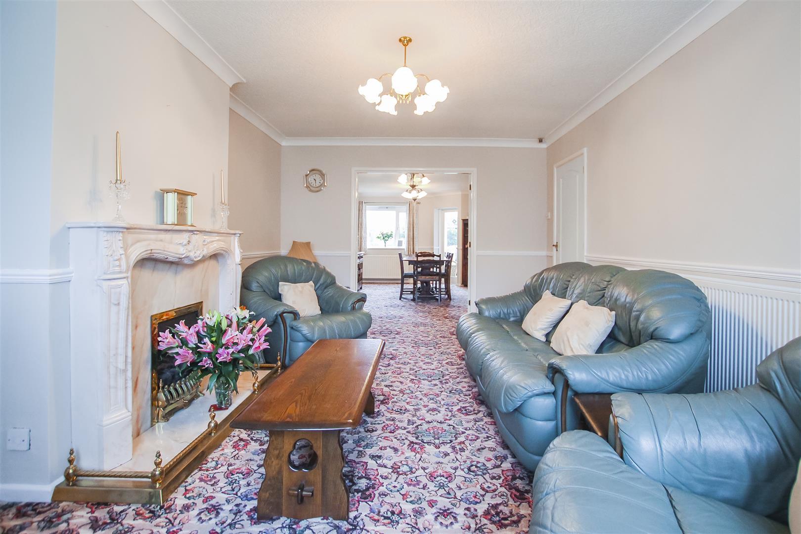 5 Bedroom Detached House For Sale - Living Room